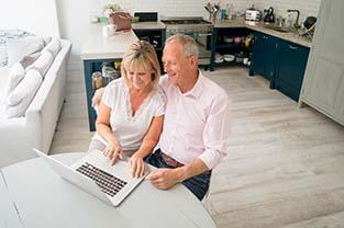 Comment aménager le logement des personnes âgées pour préserver leur autonomie