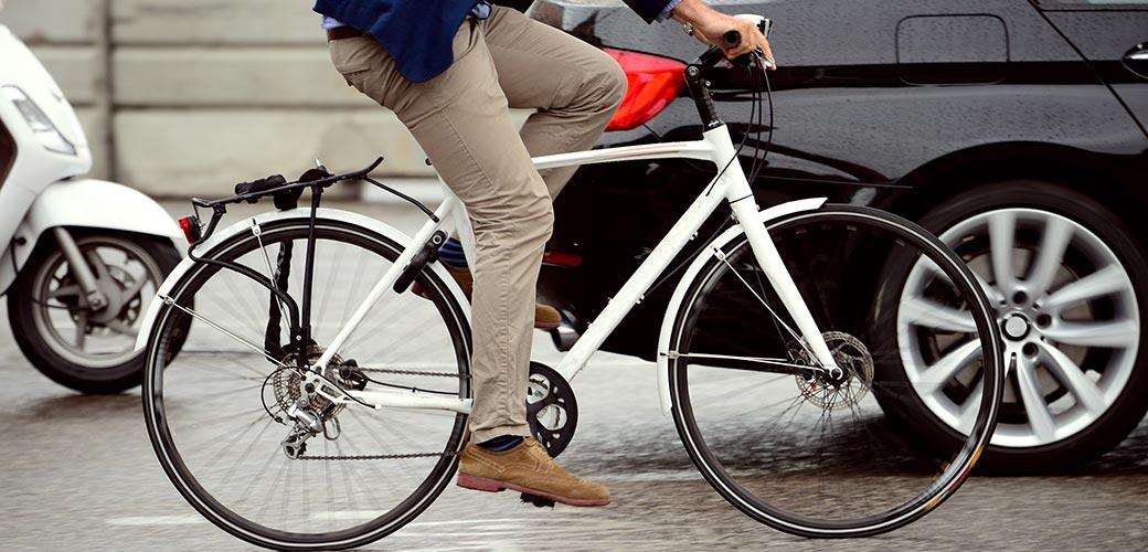 Accident de vélo avec une voiture, un piéton… quelles responsabilités et quelle indemnisation ?